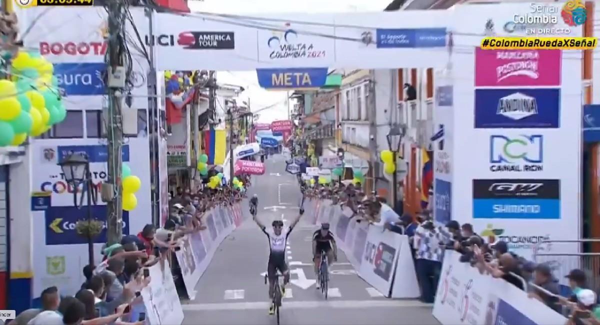 Así ganó la etapa 5 de la Vuelta a Colombia 2021 Aldemar Reyes. Foto: Twitter @SenalDeportes