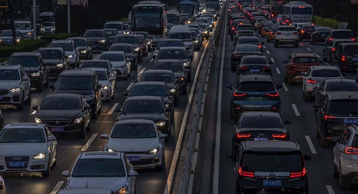 La reducción de la contaminación es clave para mejor la economía en el planeta. Foto: EFE
