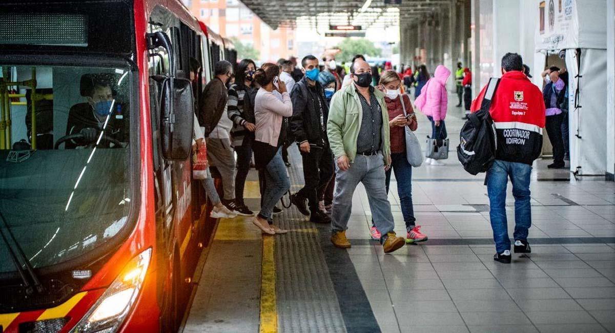 Aún con esta medida, lo ideal es permanecer en la casa el mayor tiempo posible. Foto: Alcaldía de Bogotá