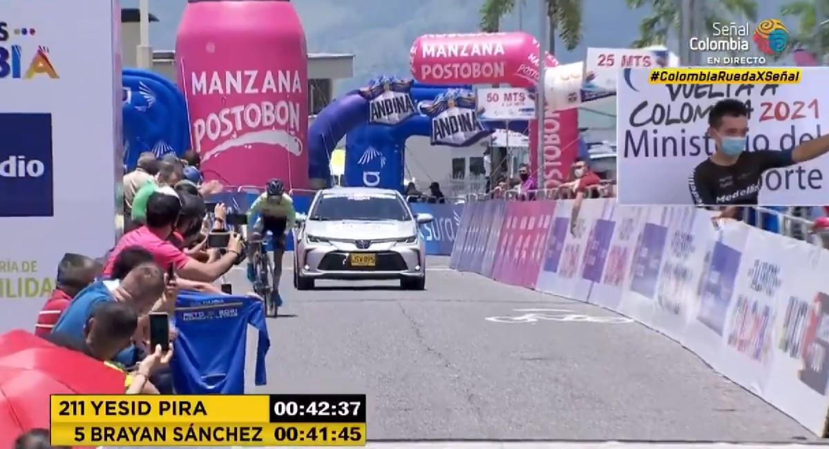Brayan Sánchez se llevó la contrarreloj de la Vuelta a Colombia 2021. Foto: Twitter @SenalDeportes