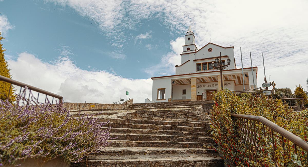 El Cerro de Monserrate aún permanece cerrado al turismo, por la emergencia sanitaria. Foto: Twitter @IDTBogotá