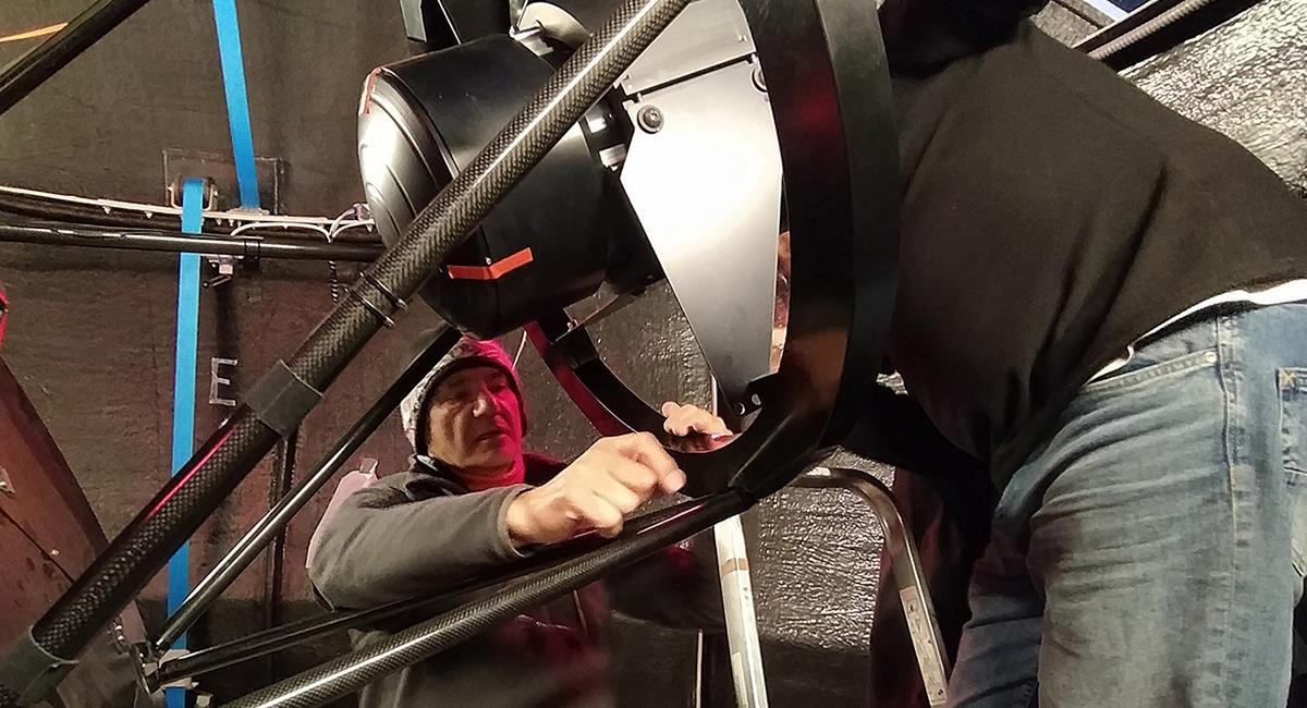 El telescopio ya está en funcionamiento y solo mide 56 centímetros. Foto: Twitter @AstroHita.
