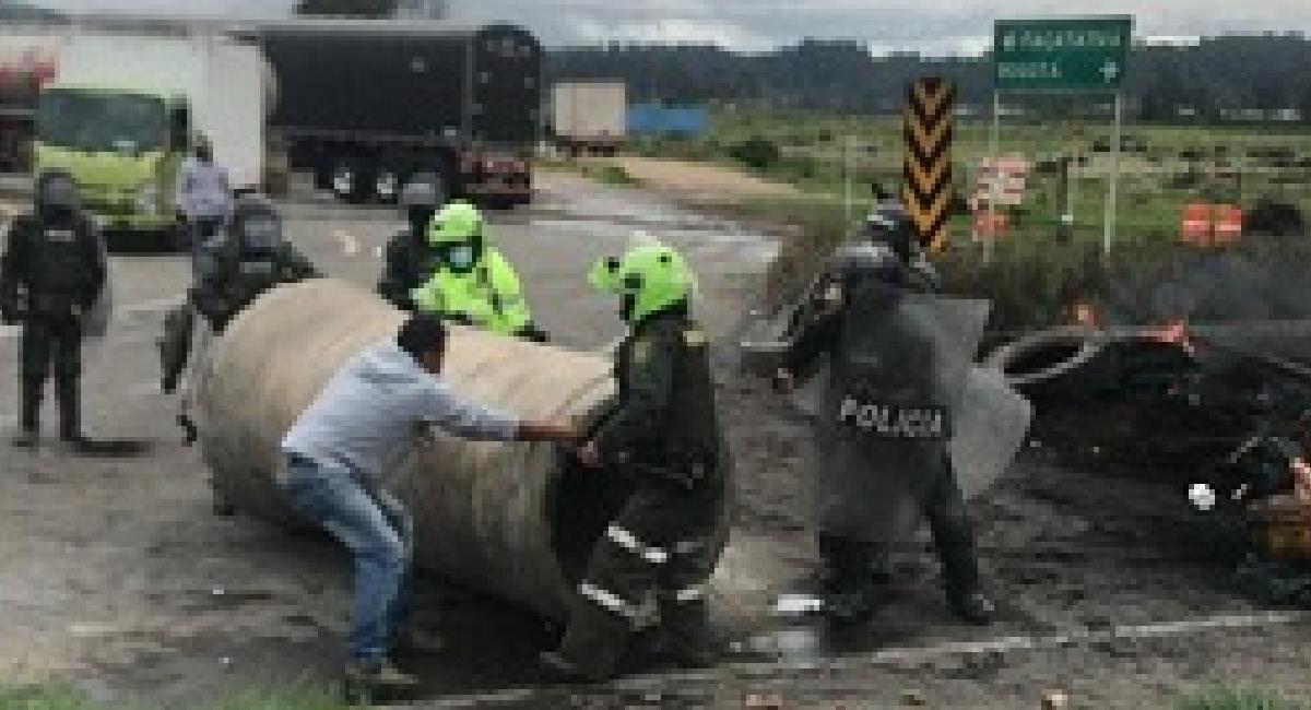 Bloqueos en Cundinamarca durante el Paro Nacional. Foto: Twitter @nicolasgarciab