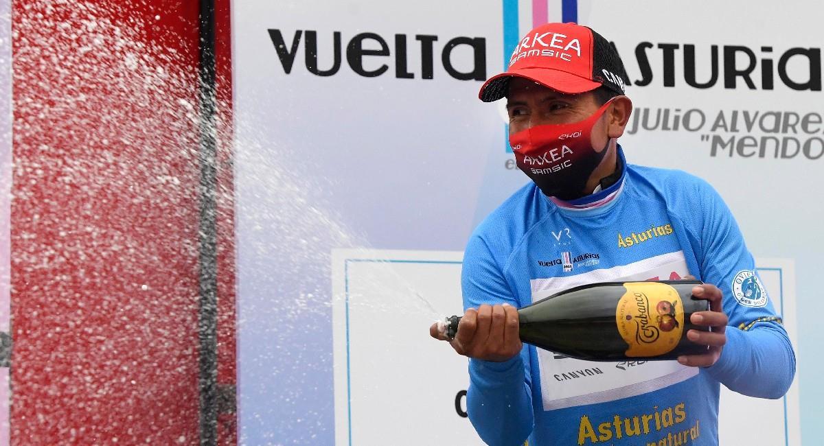 Nairo Quintana celebra su victoria en la primera etapa de la Vuelta a Asturias. Foto: EFE