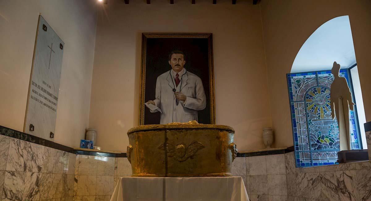 Cofre donde reposan los restos de José Gregorio Hernández. Foto: EFE
