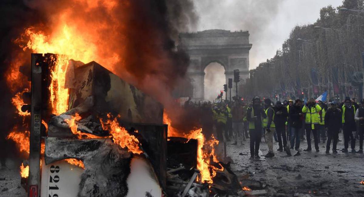 En Francia se han producido graves enfrentamientos entre manifestantes y policías en conmemoración del Día Internacional del Trabajo. Foto: Twitter @cmoa_13