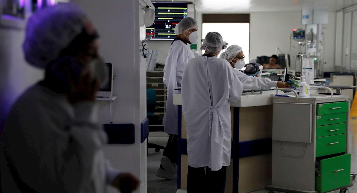 Colombia se mantiene sobre la línea de los 400 muertos diarios. Foto: EFE