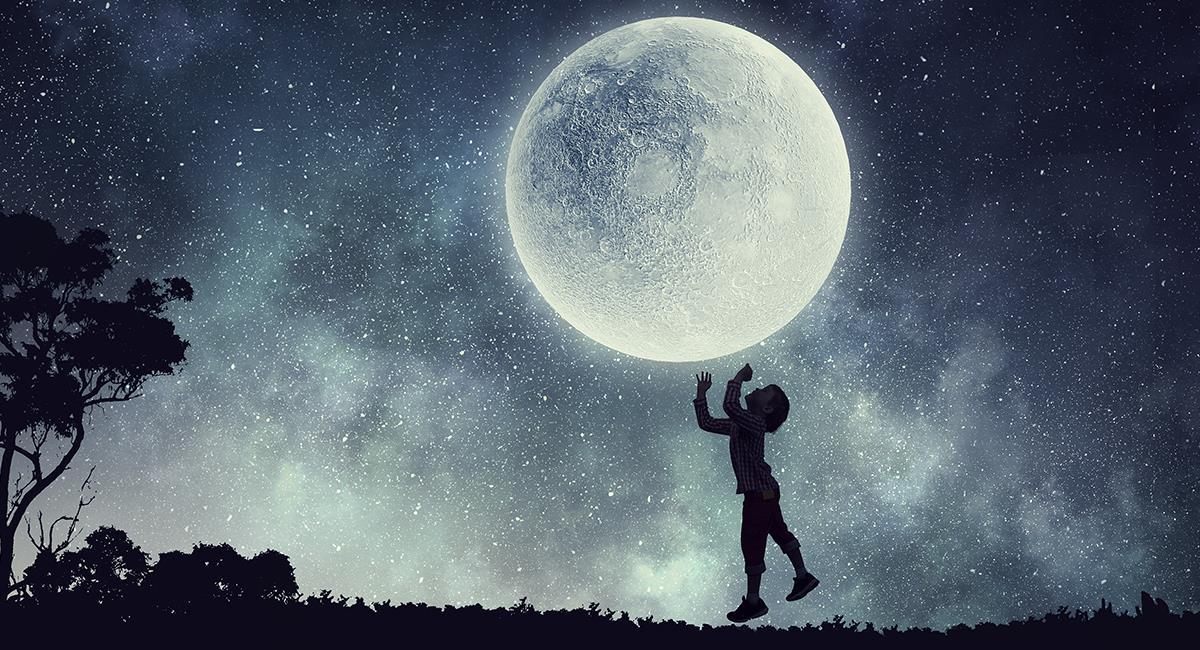 Cuidado: esto es lo que te anuncia el universo cuando sueñas con la Luna. Foto: Shutterstock