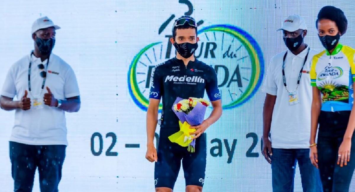 Brayan Sánchez sigue líder en el Tour de Ruanda. Foto: Twitter @team_medellin