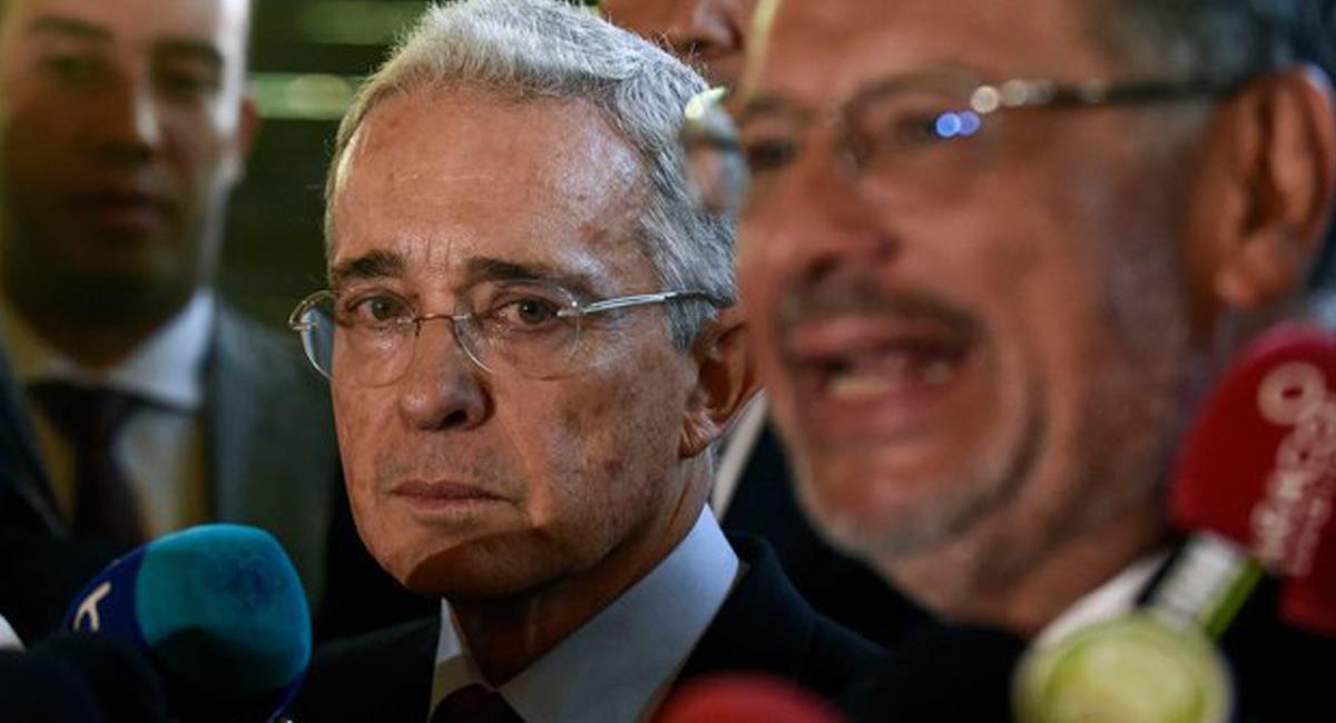 El expresidente Álvaro Uribe publicó en twitter un mensaje que causó inquietud y que pocos entendieron refiriéndose a la Revolución Molecular Disipada. Foto: Twitter @thecathyshow
