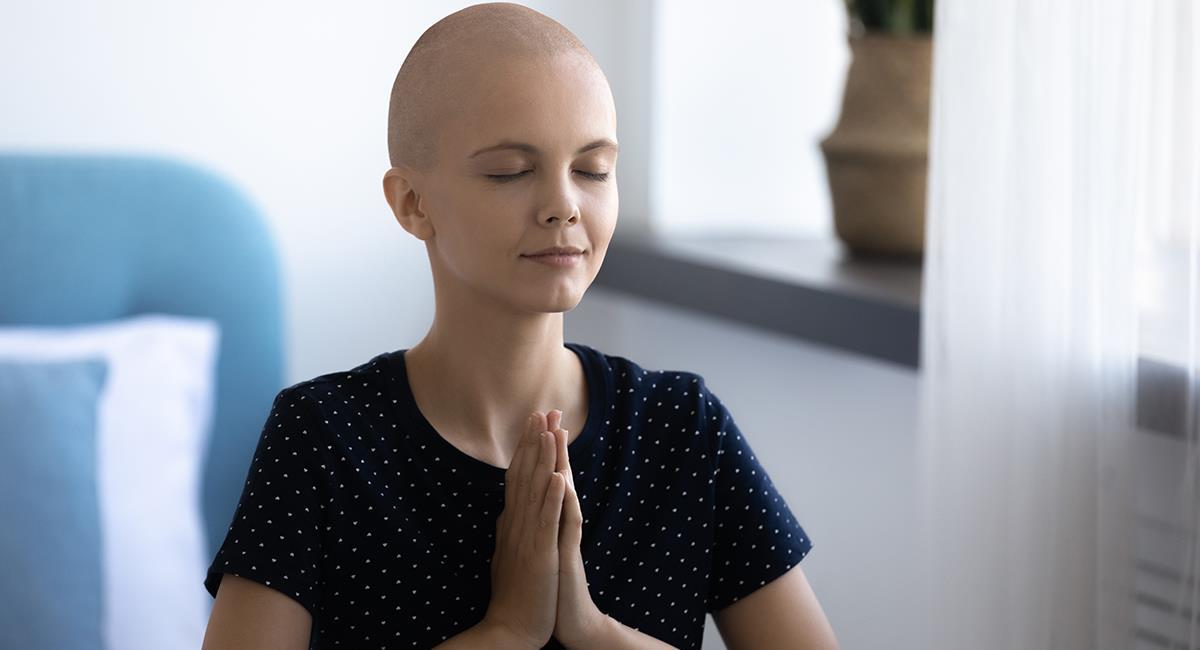 Milagrosa oración para pedir pronta cura o fortaleza si padeces cáncer. Foto: Shutterstock