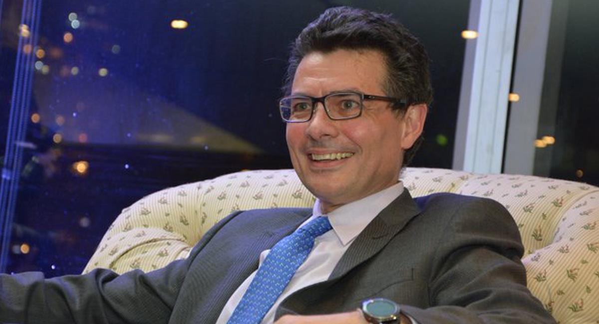 El rector de la Universidad de los Andes, Alejandro Gaviria se manifestó en contra d emensajes clasistas de algunos de sus alumnos en twitter. Foto: Twitter Gestarsalud