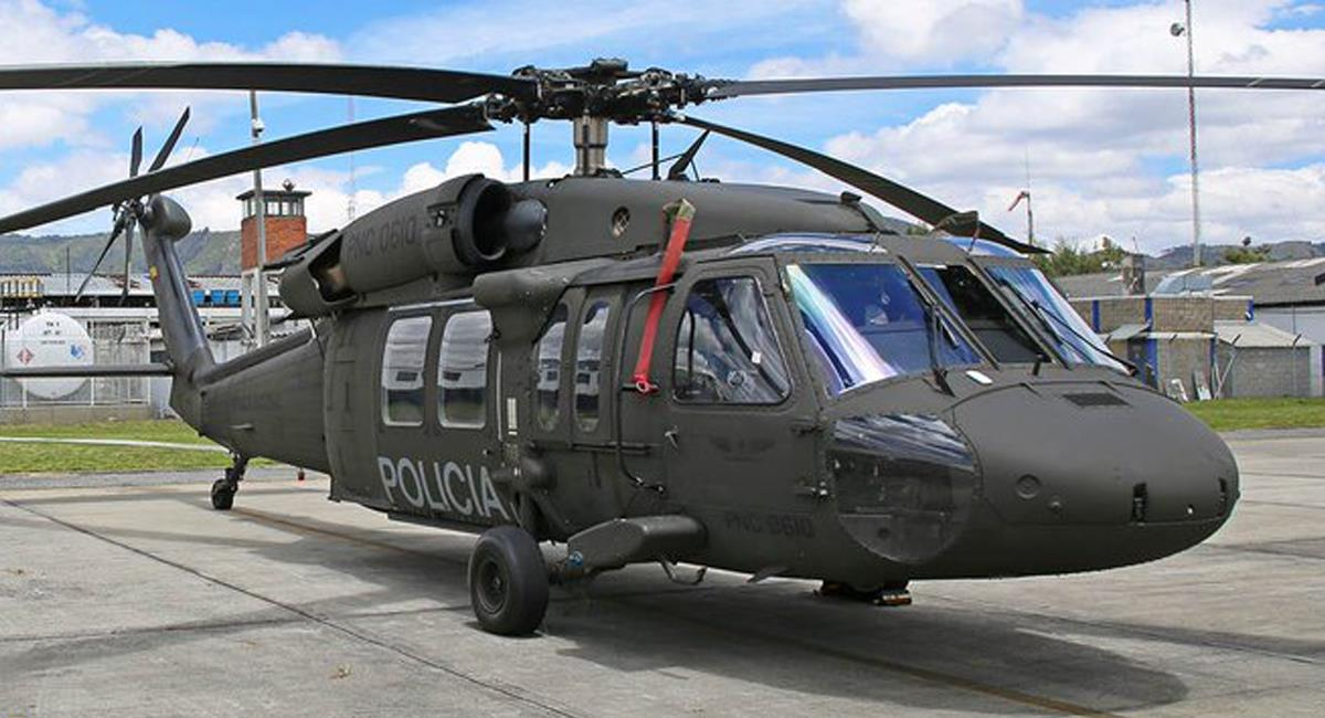 Un helicóptero Black Hawk de la Policía Nacional aterrizó en un colegio de Bosa violando el Derecho Internacional Humanitario. Foto: Twitter @espaeronautico9