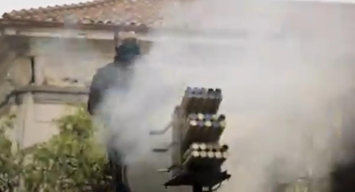 Un sistema de proyectiles de aturdimiento ha sido usado por la policía para disuadir a los manifestantes en el paro nacional. Foto: Twitter @ALBERTCADENAS