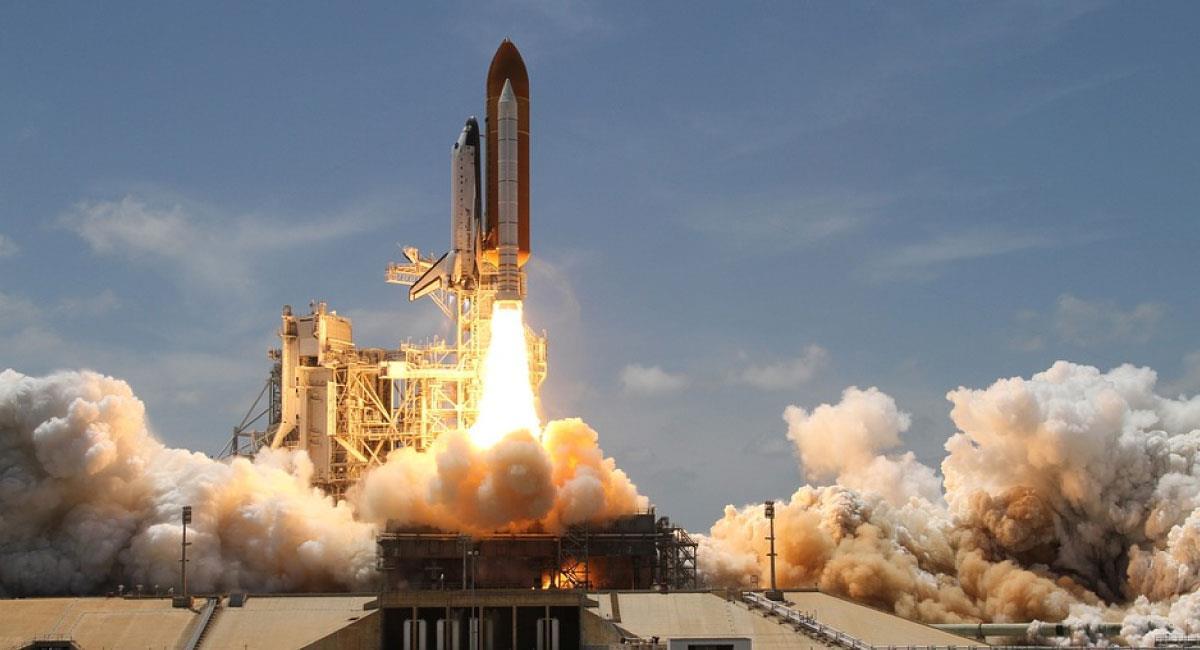 Los restos del cohete chino se desintegran en reentrada y caen en el Índico. Foto: Pixabay