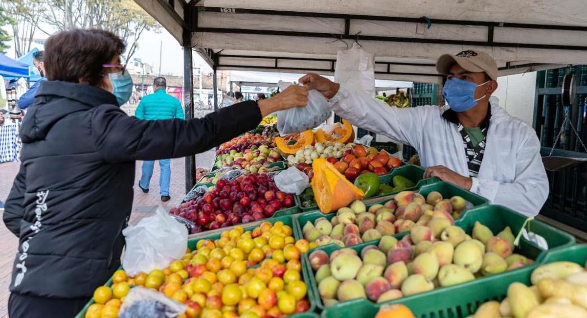 Los mercados campesinos son una iniciativa para facilitar el comercio de productos del campo sin intermediarios. Foto: Alcaldía de Bogotá
