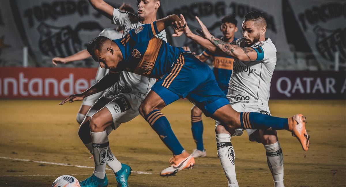 El colombiano Sebastián Villa luchó e hizo una labor de desgaste que poco sirvió para que Boca Juniors obtuviese un buen resultado ante Santos de Brasil. Foto: Twitter @ExpressFutbolCL