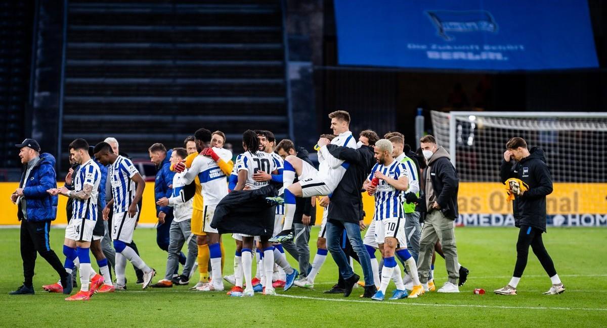 Hertha Berlín sigue ganando en la Bundesliga y se aleja del descenso. Foto: Twitter @HerthaBSC_ES