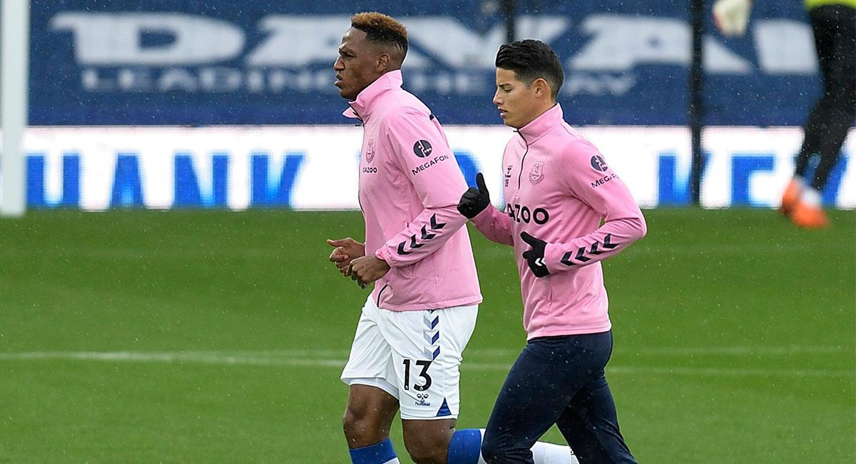 Yerry Mina y James Rodríguez tienen molestias físicas y no jugarán con Everton. Foto: Twitter @EvertonESP