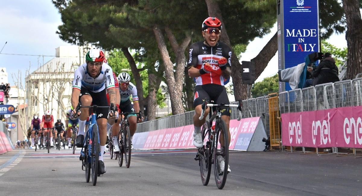 Caleb Ewan se lleva la victoria de la quinta etapa del Giro de Italia. Foto: Twitter @giroditalia
