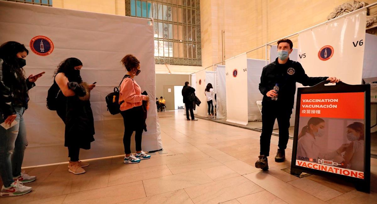 Nueva York da pasajes gratis a cambio de recibir la vacuna. Foto: EFE