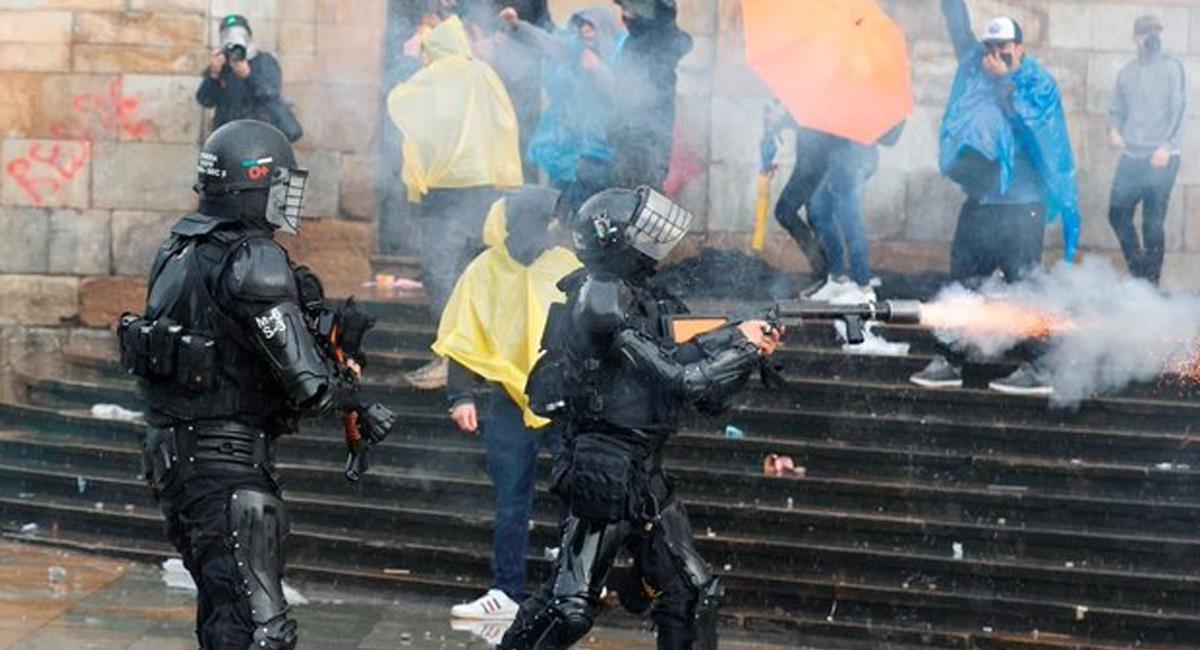 En el marco del paro nacional en Bogotá se presentaron protestas que terminaron con la detención de varias personas y algunas de ellas se reportaron como desaparecidas. Foto: Twitter @France24_es