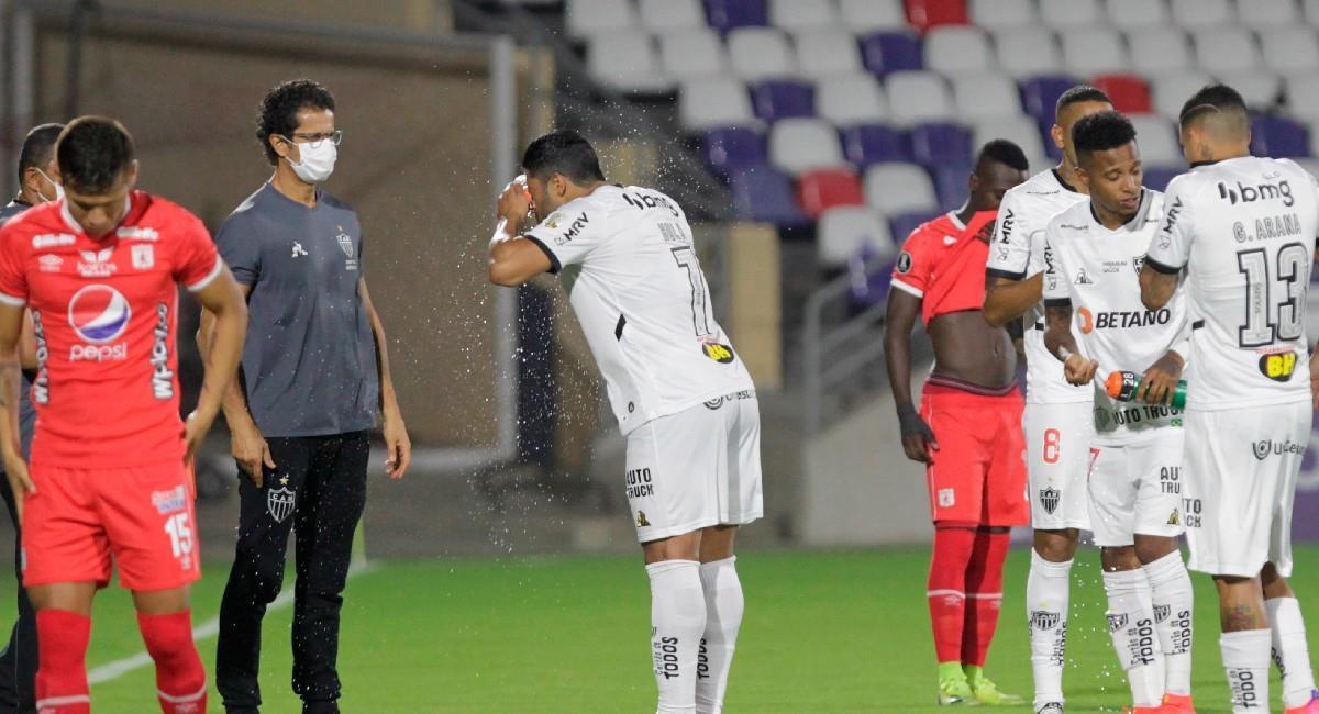 América y Atlético Mineiro jugaron en medio de gases lacrimógenos. Foto: EFE