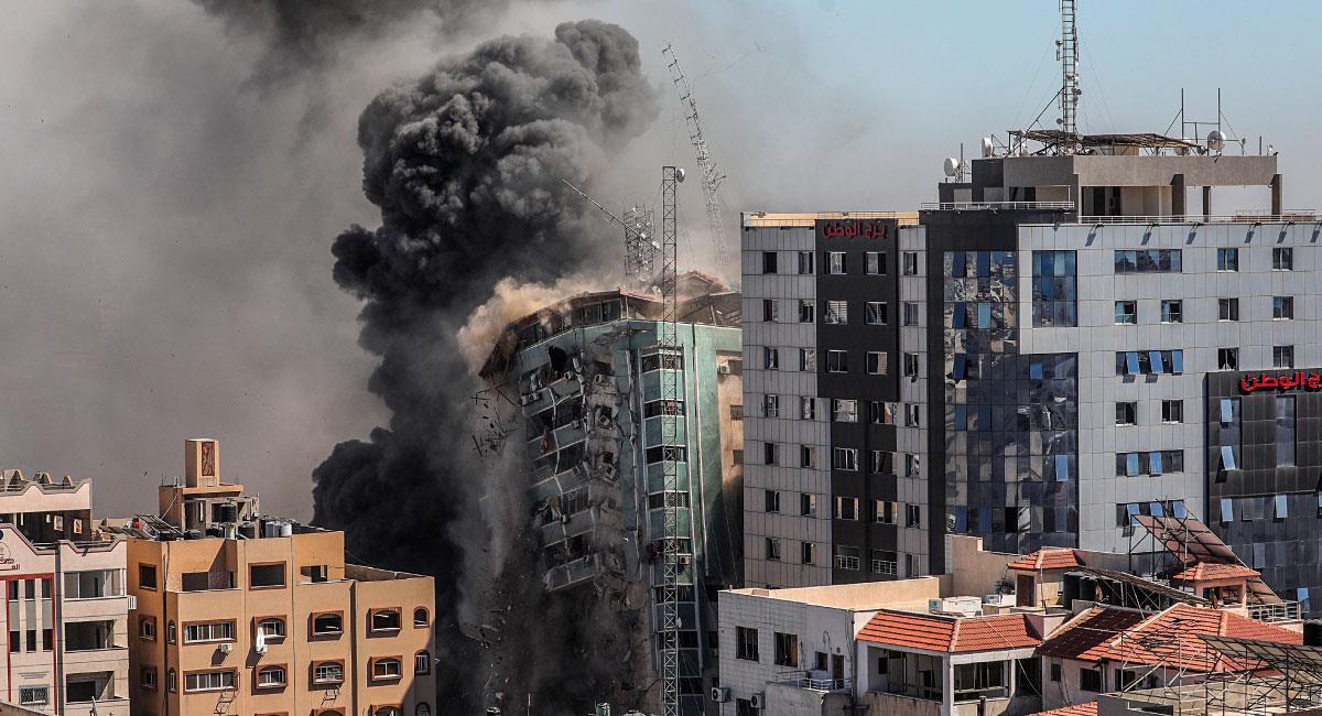 Sede de agencia de noticias estadounidense bombardeada. Foto: EFE