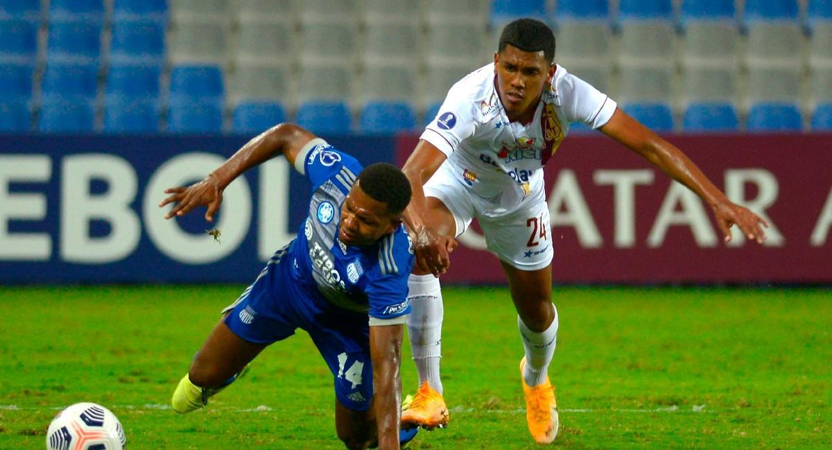 Jeison Angulo en el partido ante Emelec. Foto: EFE