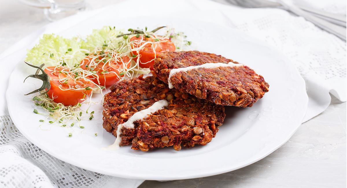 Las hamburguesas pueden ser una excelente opción de 'snack' para tus entrenamientos. Foto: Shutterstock