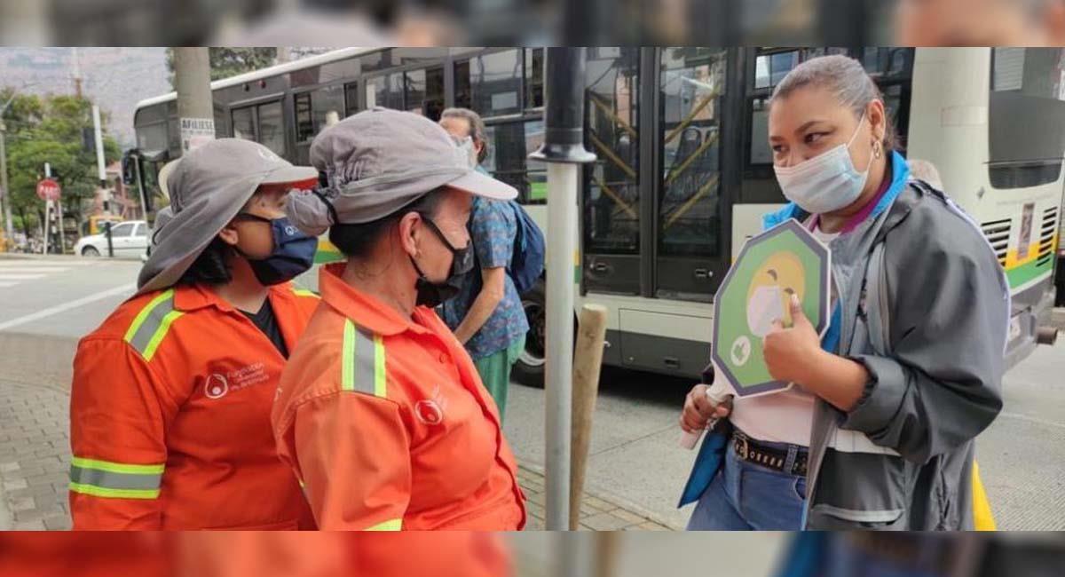 El uso del tapabocas es aún crucial en la calle. Foto: Twitter / @AlcaldiaDeCali