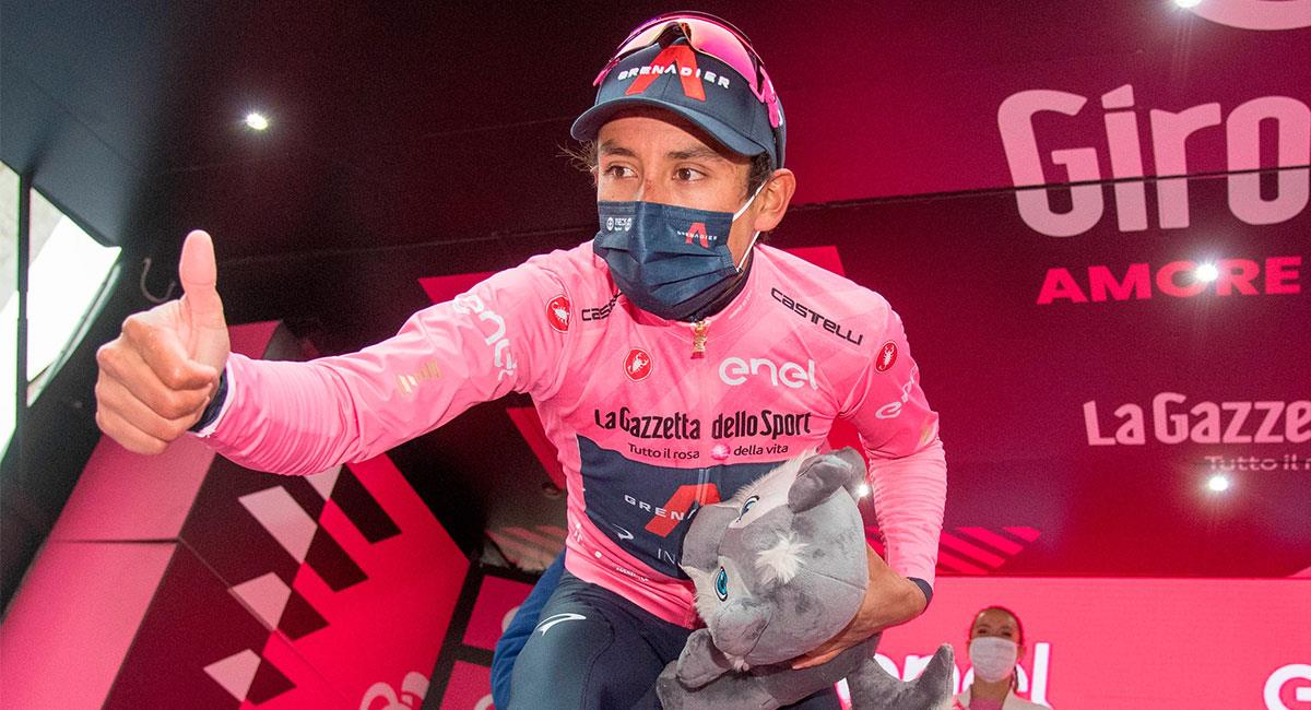 Egan Bernal espera seguir luciendo la camiseta del líder del Giro hasta el final de la carrera. Foto: EFE