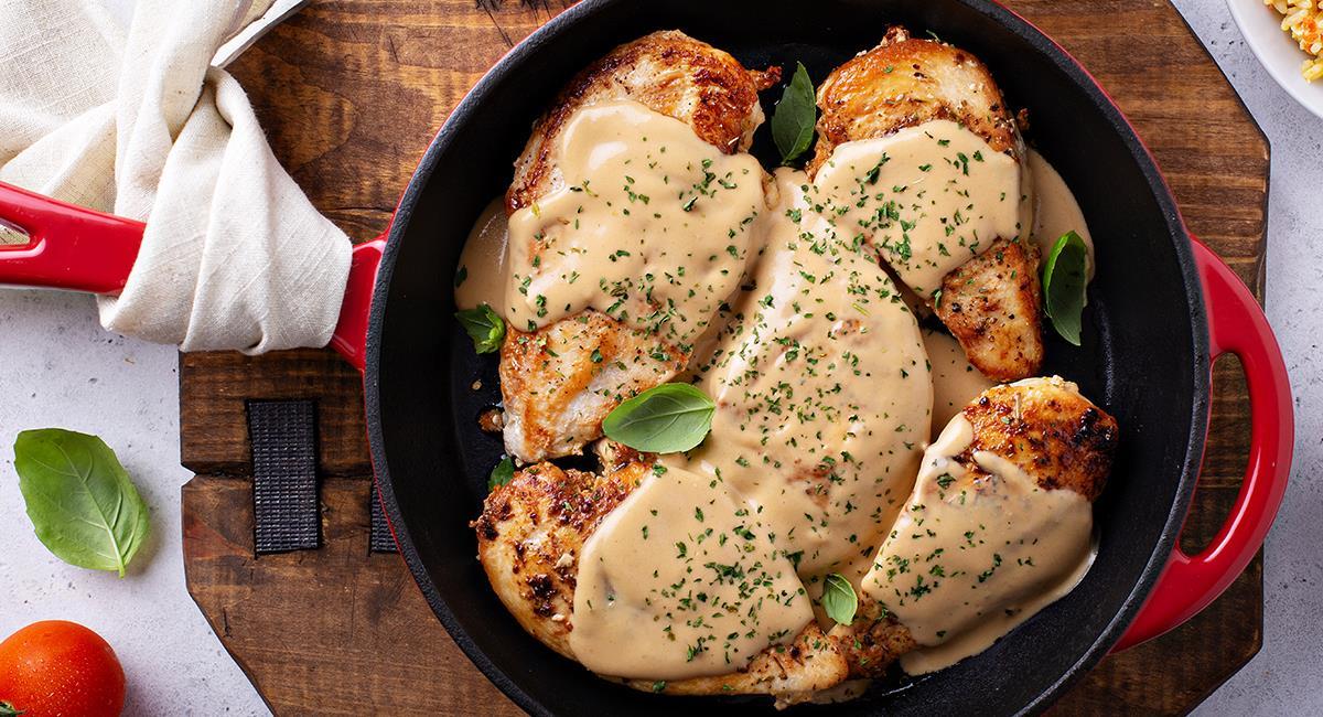 El pollo combinado con una salsa casera, siempre sabrá delicioso. Foto: Shutterstock