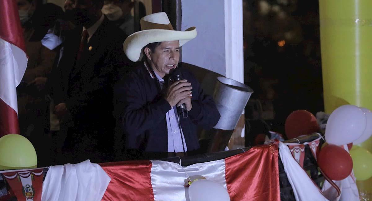 Pedro Castillo lidera las elecciones por una leve diferencia. Foto: EFE