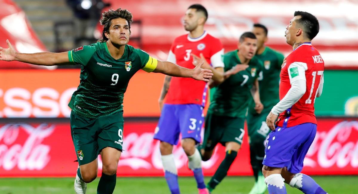 Moreno Martins celebra el gol del empate de Bolivia ante Chile. Foto: EFE