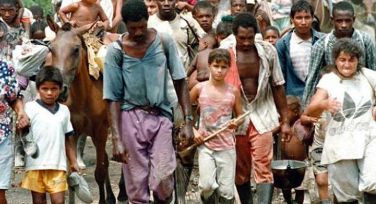 Centenares de miles de colombianos de diferentes zonas y etnias fueron desplazados de sus tierras por grupos armados en el llamado conflicto armado. Foto: Twitter @decano_Diego