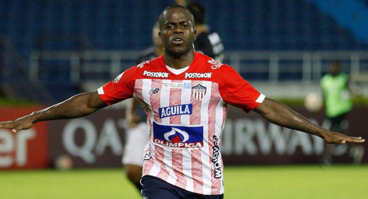 Carmelo Valencia fue la figura de Junior al aportar dos goles a la victoria tiburona en Barranquilla. Foto: Twitter @giraltpablo