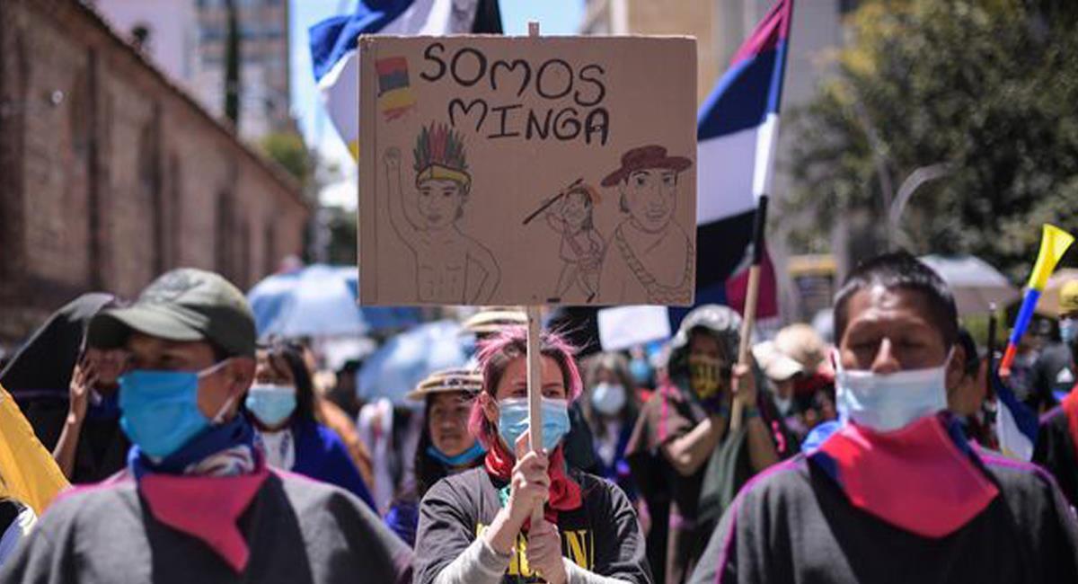 """Los indígenas Misak fueron protagonistas de la llamada """"Toma de Bogotá"""" en diferentes puntos de la ciudad. Foto: Twitter @elespectador"""