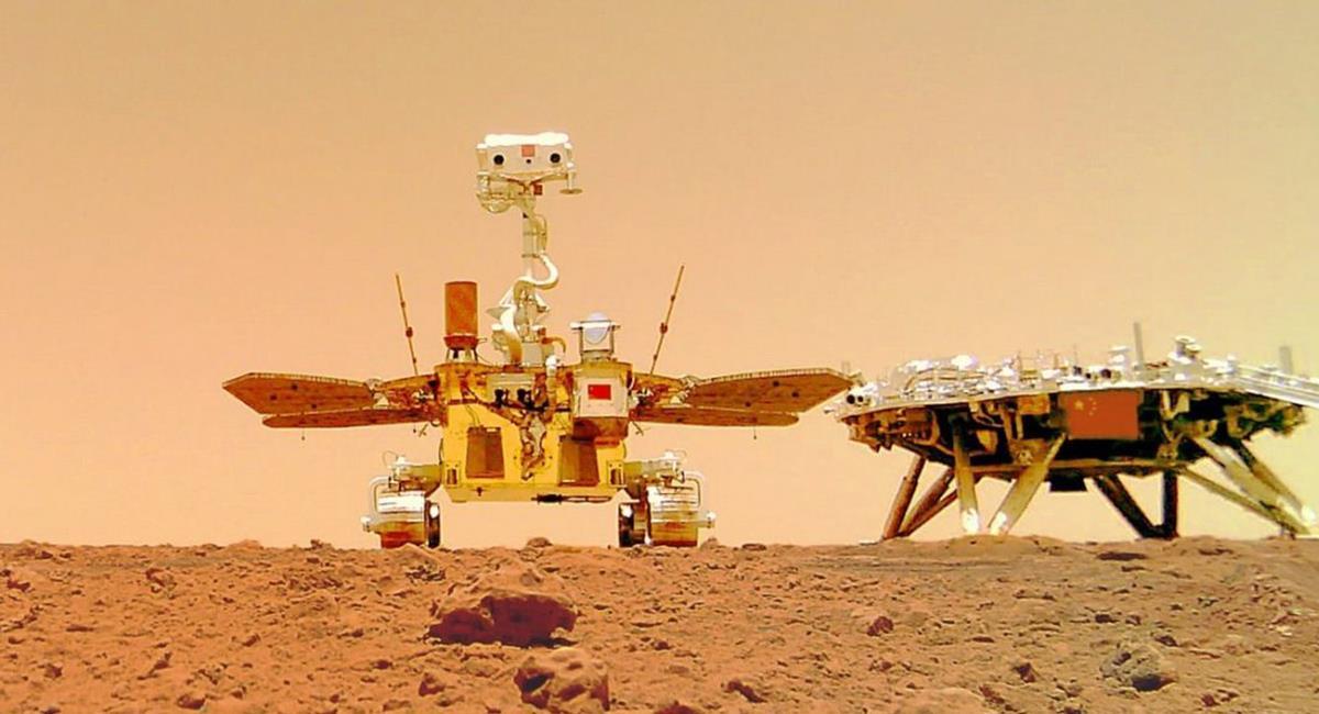 En las imágenes se pueden ver tanto el rover como la plataforma. Foto: Twitter @CNSA.
