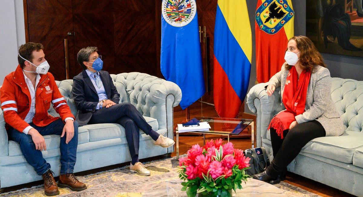 Claudia López entrega informe de protestas a la CIDH. Foto: Alcaldía de Bogotá