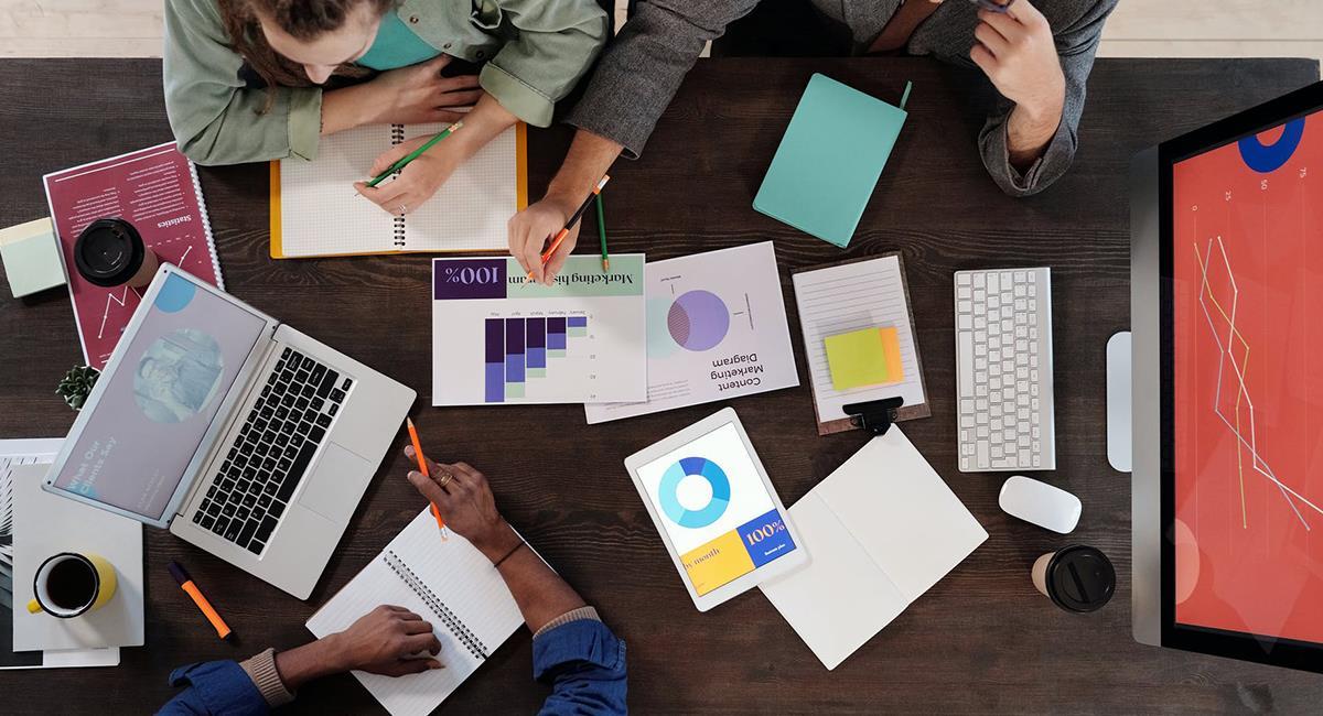 Aprender a usar Excel puede ayudarte a organizar y medir lo que quieres mejorar en la vida. Foto: Pexels