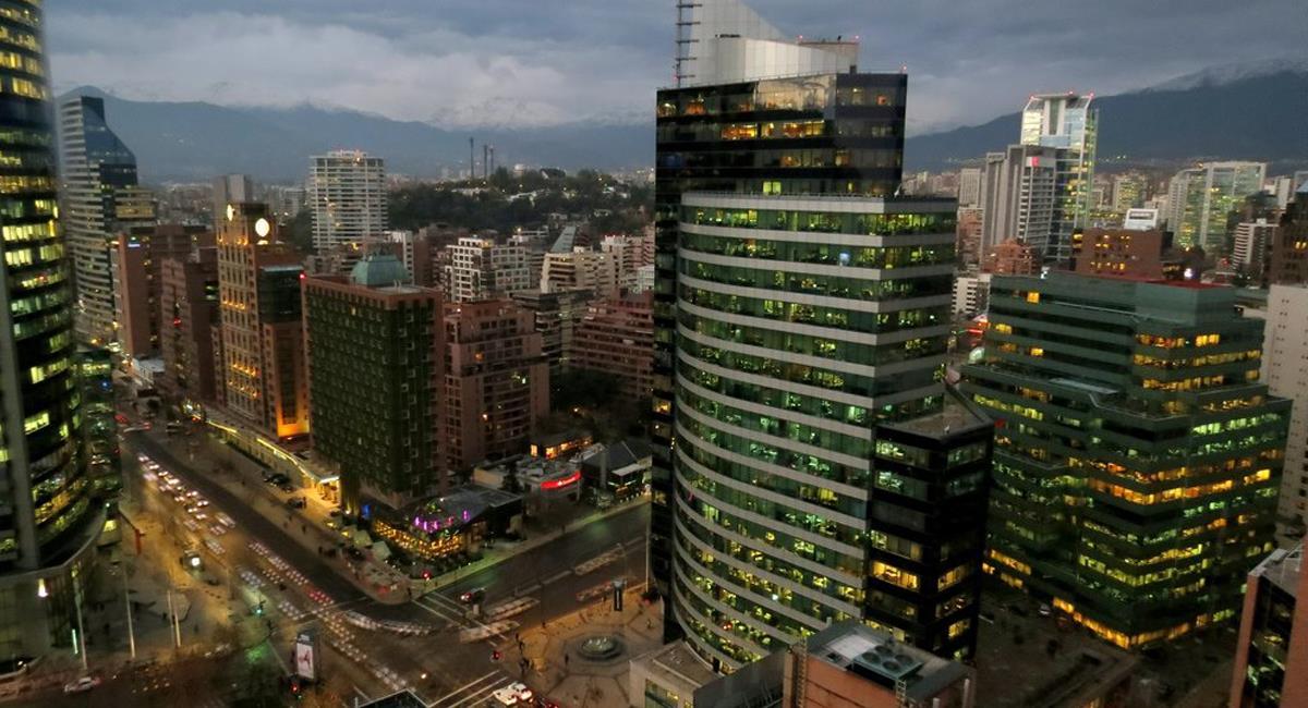 La Región Metropolitana de Santiago de Chile entrará en confinamiento debido al colapso hospitalario reflejado en un 98% en el nivel de ocupación de UCI. Foto: Facebook Conociendo Chile