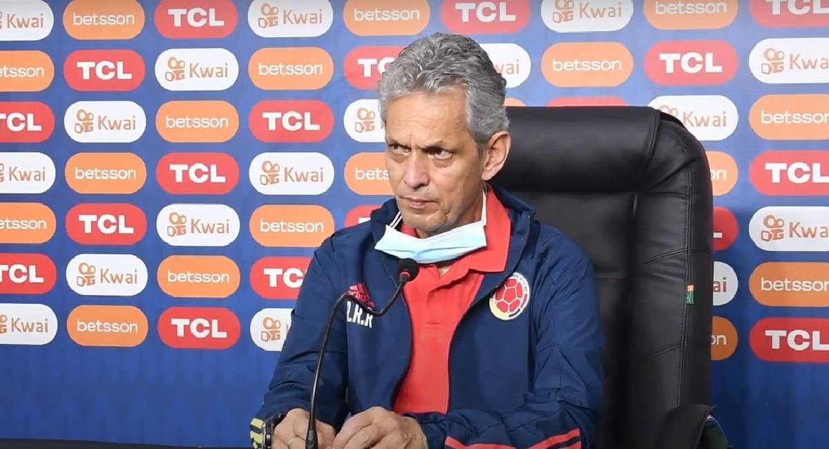Reinaldo Rueda en conferencia de prensa previo al partido ante Ecuador por Copa América. Foto: Twitter @FCFSeleccionCol