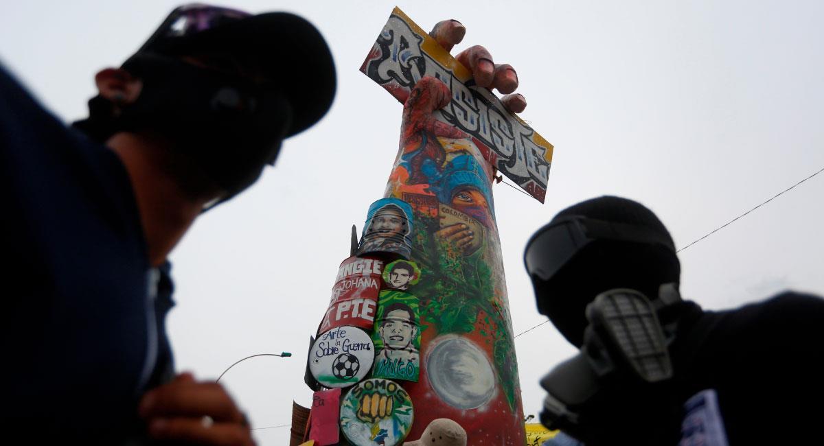 Un monumento a la resistencia construido por manifestantes en Cali. Foto: EFE