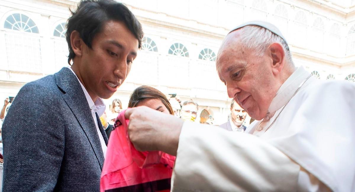 Egan Bernal frente a frente con el Papa Francisco. Foto: EFE