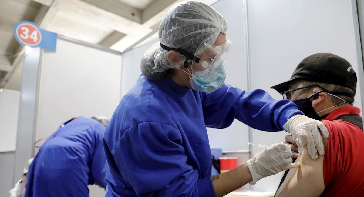 Colombia no baja de las 500 muertes diarias por COVID-19. Foto: EFE