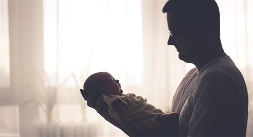 Ley de licencia paternal es aprobada para el cuidado de los recién nacidos