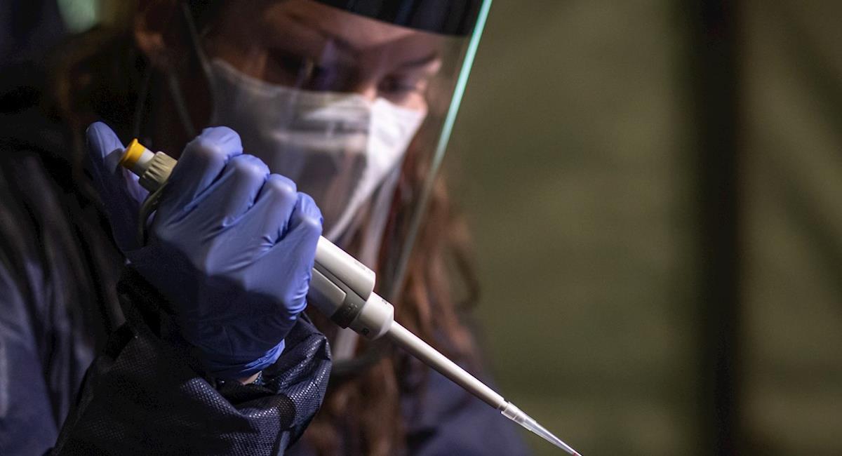 Para finales de agosto los mayores de 18 años empezarán a recibir la vacuna. Foto: EFE