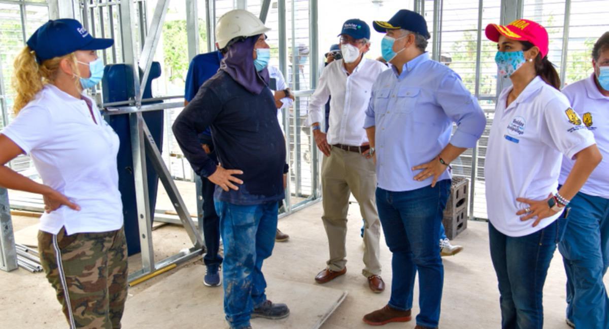 El presidente Iván Duque supervisa las obras de reconstrucción en el archipiélago de San Andrés. Foto: Twitter @IvanDuque