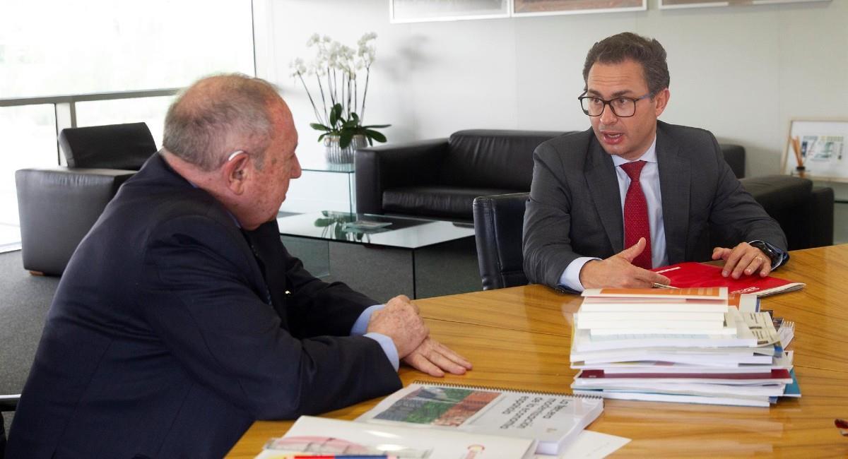 Nicolás Uribe, presidente CCB y José Luis Bonet de España. Foto: EFE